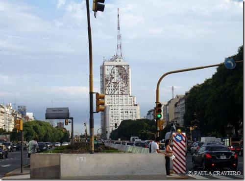 Avenida 9 de Julio e, ao fundo, Evita Perón