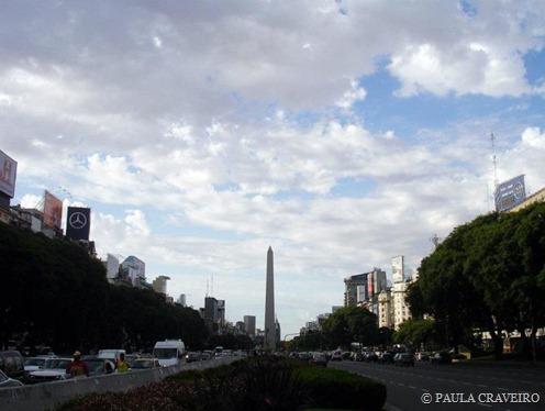Avenida 9 de Julio e Obelisco, ao fundo.