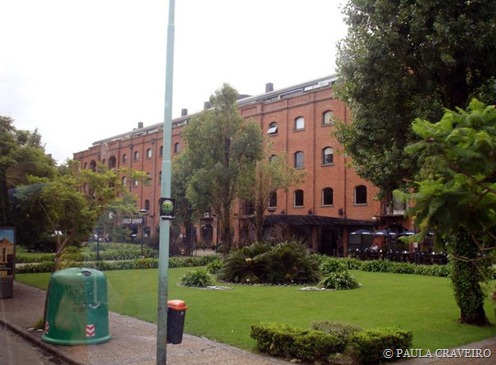 Na chegada à Puerto Madero, é possível ver vários prédios comerciais iguais a esse. É uma graça de lugar! Adoraria trabalhar em um lugar assim.