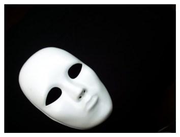 'Máscara cai, caráter se revela...